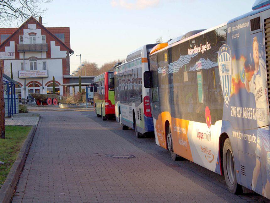 Busse am Bahnhof