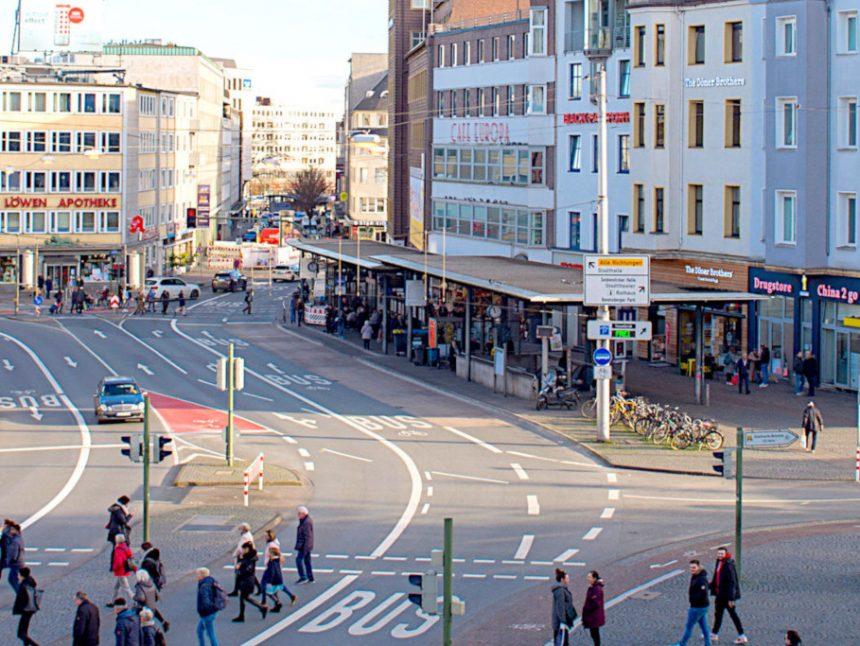 der Jahnplatz, Verkehrsknotenpunkt in der Bielfelder Innenstadt