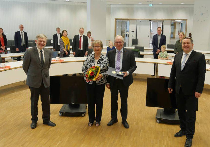 Verdienstkreuz für Wolfgang Stückemann aus Lemgo