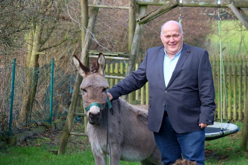 Andreas Brinkmann mit Esel Joseph