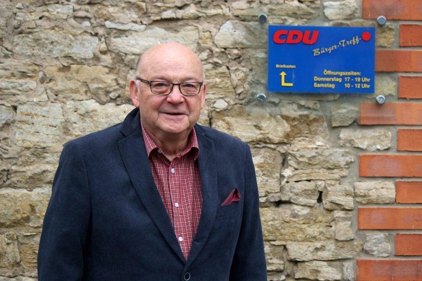 Klaus Fiedler ist seit vielen Jahren ehrenamtlicher stellvertretender Bürgermeister Leopoldshöhes - noch bis 2025. Foto: Thomas Dohna