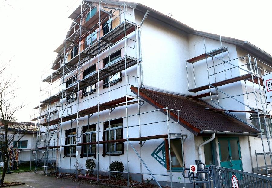 An der Grundschule Asemissen wird gebaut. Weitere Investitionen beschloss der Gemeinderat. Außerdem wird die Zahl der Schüler in den Klassen der Grundschule auf 25 begrenzt. Foto: Thomas Dohna