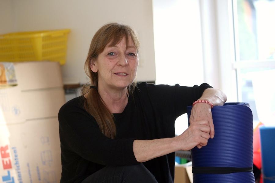"""Rund 25 Jahre hat Karin Sandjohann """"Karins Babytreff"""" betrieben. Wegen der Corona-Krise sind ihr die Einnahmen weggebrochen. Sie schließt den Babytreff zum 1. März. Foto: Thomas Dohna"""