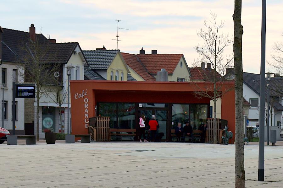Der Betrieb des Café Orange wird von der evangelisch-reformierten Kirchengemeinde Leopoldshöhe übernommen. Seit Beginnt der Corona-Krise ist das Café geschlossen. Der Pächter gab im Winter auf. Foto: Thomas Dohna