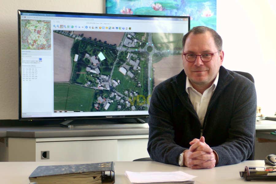 Der Fachbereichsleiter für Abuen, Umwelt, Plaung Ordnung der Gemeindeverwaltung, Dirk Puchert-Blöbaum warnt vor einer Überlastung des Ordnungsamtes. Foto: Thomas Dohna