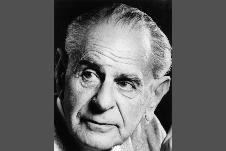 Der Philosoph Karl Popper hat darüber nachgedacht, was es für eine Gesellschaft bedeuten kann, unbegrenzt tolerant zu sein.