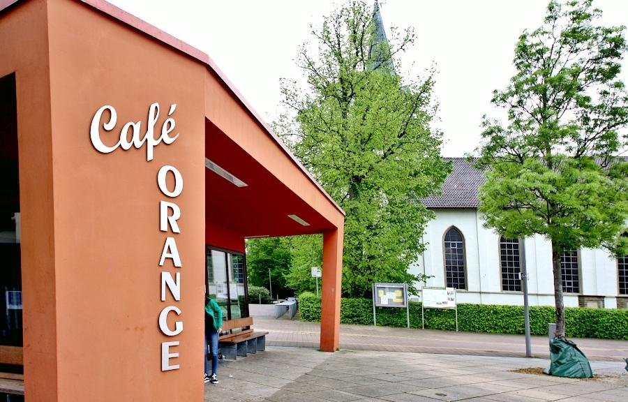 Das Café Orange wird als Café 104 mit einem neuen Anstrich am Weltkindertag, 19. September 2021, unter der Leitung der evangelisch-reformierten Kirchengemeinde Leopoldshöhe wieder öffnen. Foto: Thomas Dohna
