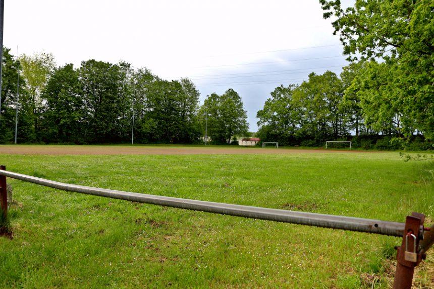 Die Jugendlichen würden ihre Skateranlage am liebsten auf dem alten Sportplatz in Greste errichten. Foto: Thomas Dohna