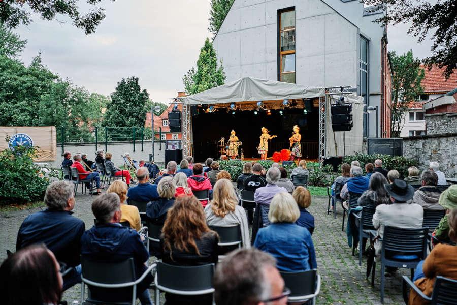 """Ähnlich wie beim Kultursommer 2020 in Paderborn, wird es in diesem Jahr auch im Kreis Lippe jede Menge Kulturveranstaltungen unter freiem Himmel geben – allerdings mit einer mobilen Bühne. """"Kultour auf Rädern"""" eben. Foto: Thorsten Hennig"""