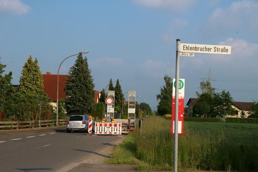 Die Ehlenbrucher Straße ist auf Lagenser Gebiet gesperrt. In Höhe der Bahnhaltepunktes Ehlenbruch wird gebaut. Foto: Thomas Dohna