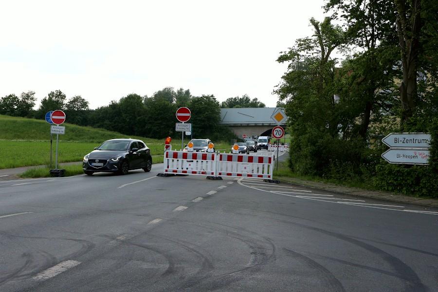 Die Salzufler Straße bleibt in Richtung Bielefeld länger als geplant gesperrt. Foto: Thomas Dohna