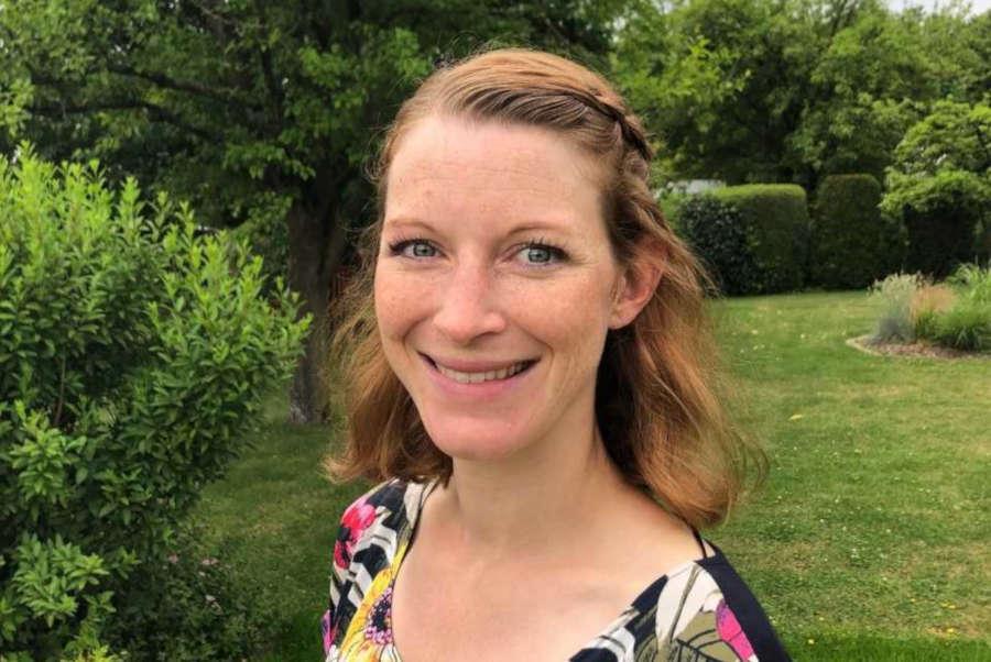 Macht Angebote für Eltern mit kleinen Kindern in der Natur: Kursleiterin Laura Reimann in Lemgo.