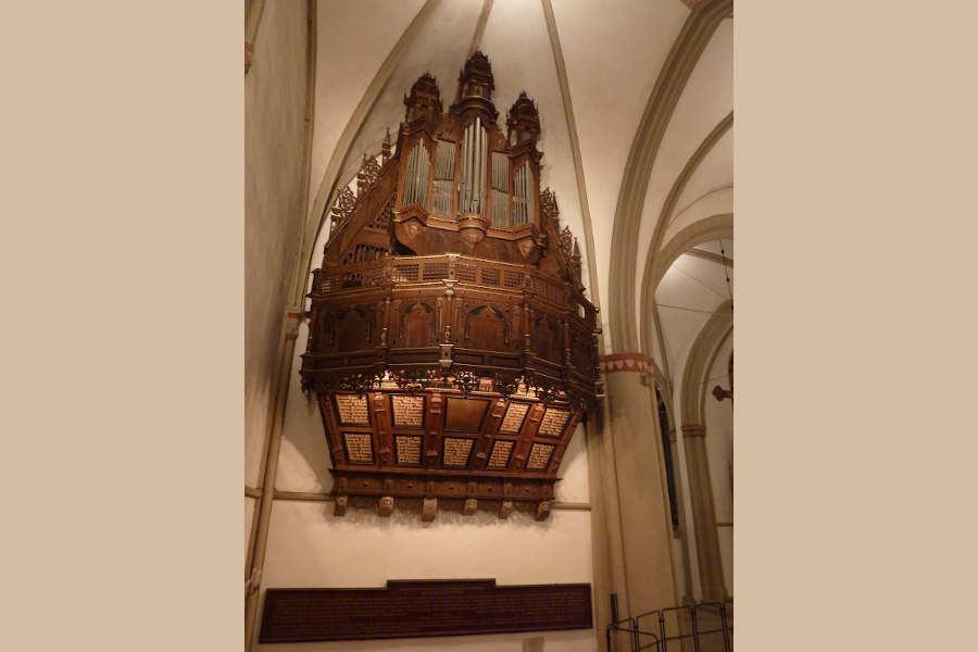 Die Schwalbennestorgel in der Lemgoer St.-Marien-Kirche erklingt beim Lippischen Orgelsommer. Foto: Lippische Landeskirche