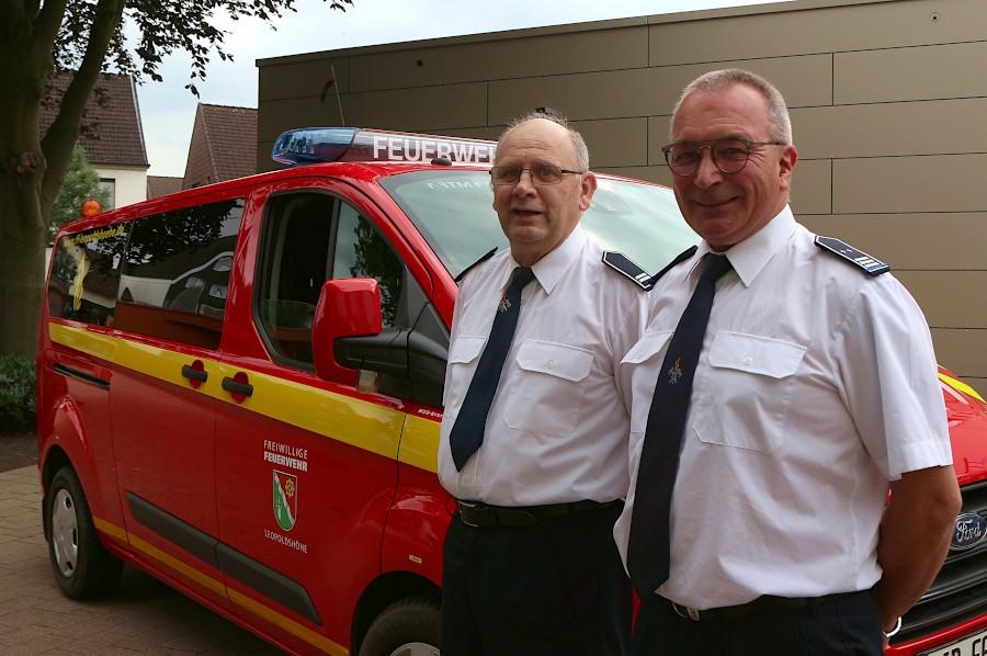 Gerd Deppe (links) und Uwe Mäscher sind als Zugführer in die Ehrenabteilung der Freiwilligen Feuerwehr Leopoldshöhe gewechselt. Foto: Thomas Dohna