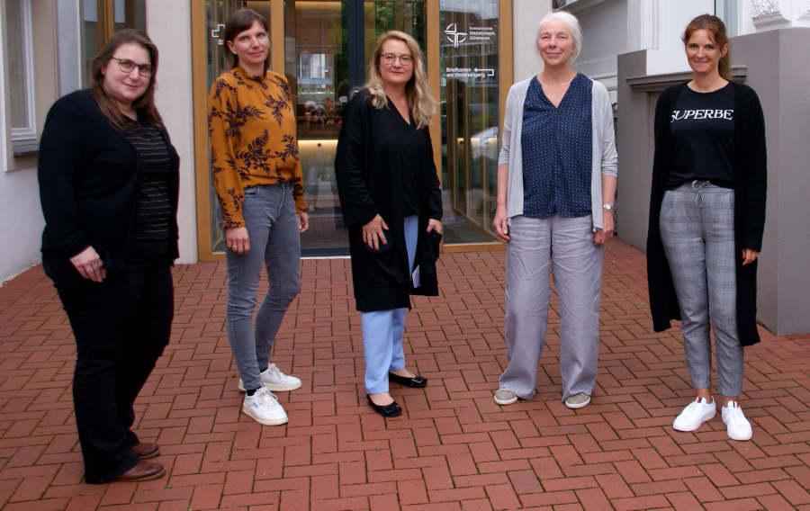 Kooperationsprojekt mit: Heike Gross, Kerstin Rohdenburg, Dr. Marie Huchthausen, Gudrun Babendererde, Romina Rommel (v.l.) Foto: Evangelischer Kirchenkreis Gütersloh