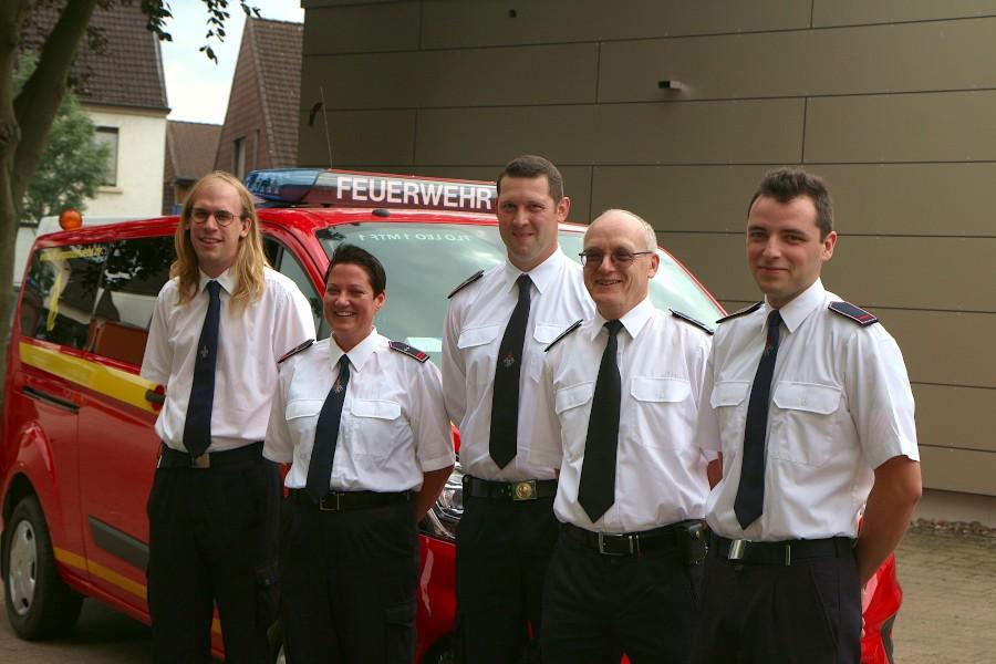 Christopher Dove (von links), Birgit Niekamp, Patrick Reineke, Lars Koppmann und Eric Diekmeier sind neue Zugführer der Freiwilligen Feuerwehr Leopoldshöhe. Foto. Thomas Dohna