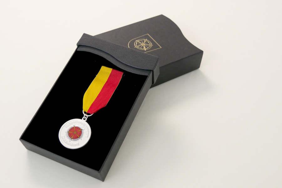 Seit 2009 verleiht der Kreis Lippe den Lippischen Ehrenring. Foto: Kreis Lippe