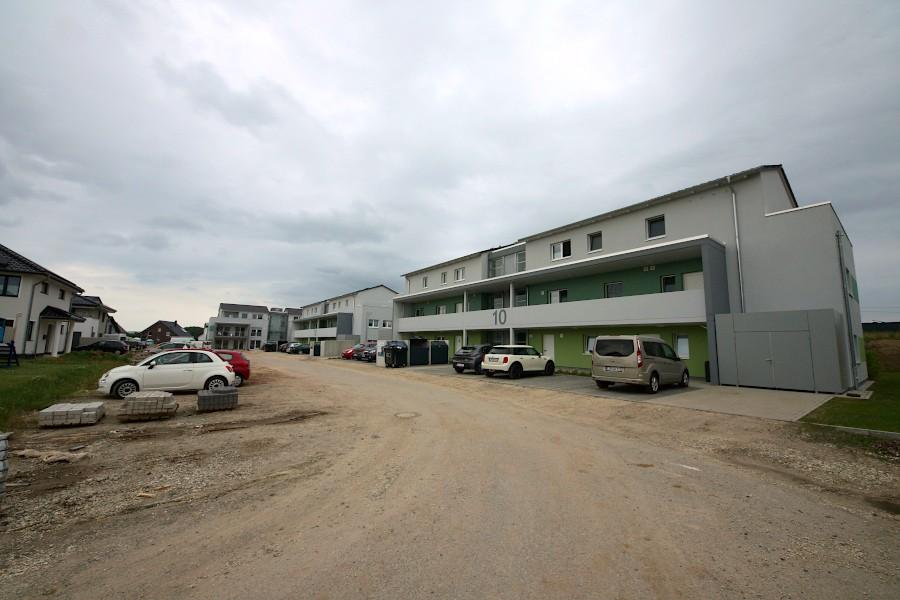 In den Mehrfamilienhäusern am Augustenweg ist bezahlbarer Wohnraum entstanden. Die SPD Leopoldshöhe will mit Hilfe einer Podiumsdiskussion ergründen, wie bezahlbarar Wohnraum geschaffen werden kann. Foto: Thomas Dohna