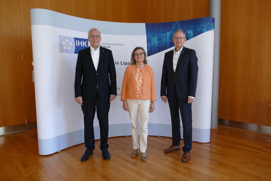 IHK-Präsident Volker Steinbach mit Hauptgeschäftsführer Axel Martens und Geschäftsführerin Maria Klaas
