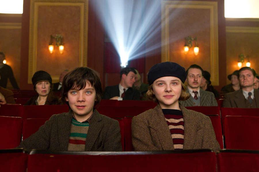 """Hugo und Isabelle sitzen im Kino. """"Hugo Cabret"""" ist der Filmtipp für September. Foto: Verleih"""