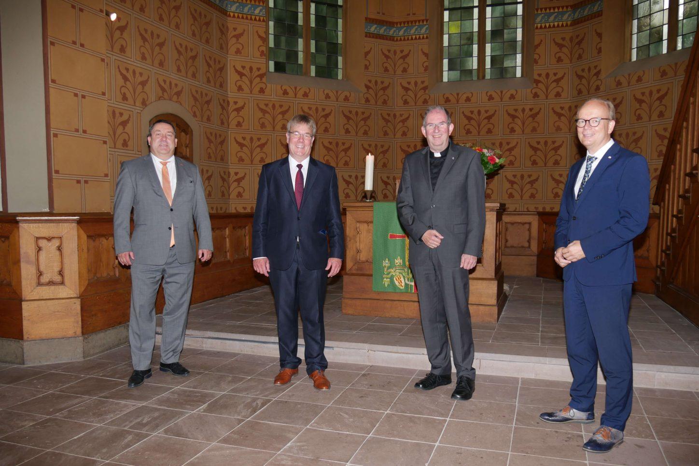 Jahresempfang der Kirchen: Landessuperintendent Dietmar Arends und Dechant Norbert Nacke (2. u. 3.v.links) konnten unter anderem Landrat Dr. Axel Lehmann (links) und Landtagspräsident André Kuper (rechts) begrüßen.