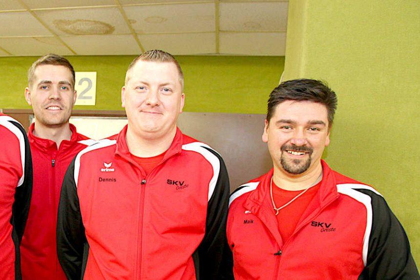 Marvin Lammert sowie Dennis Siekaup und Maik Aderhold von Sportkegelverein Greste