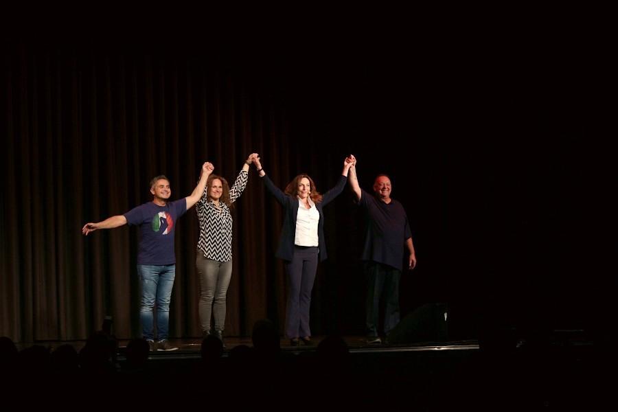 Roberto Capitoni, Nina Knecht, Andrea Volk und Don Clarke (von links) traten bei der ersten Leopoldshöher Comedy-Nacht auf. Foto: Thomas Dohna