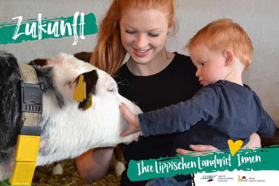 Die junge Landwirtin Lisa Schäfer mit dem zweijährigen Luca und einem Kalb ist auf Bussen zu sehen. Foto: WLV