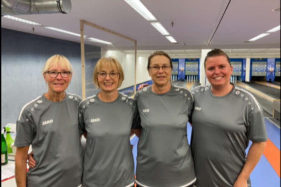Die Sportkeglerinnen Erika Gries, Christine Piechottka, Angelika Twarkowski, Larissa-Yasmin Gries (von links). Foto: Privat
